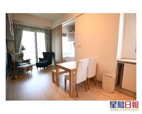 這是筲箕灣道Island Residence中層A室,實用面積391方呎。