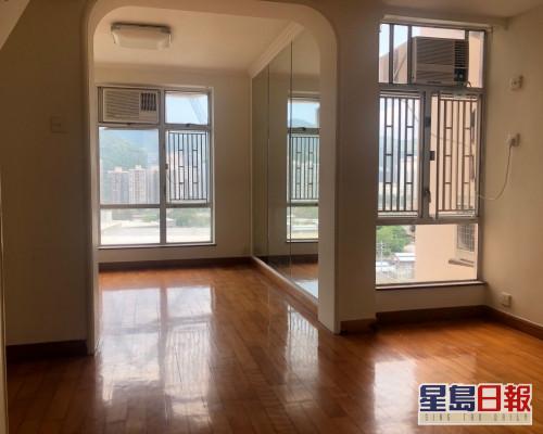 這是銀禧花園銀禧閣低層G1室,實用面積660方呎,現時叫價999萬。