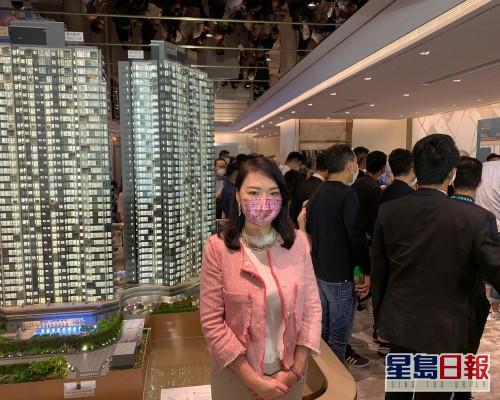 路勁地產封海倫表示,截至下午一時,晉環A組大手客已購入約116伙。